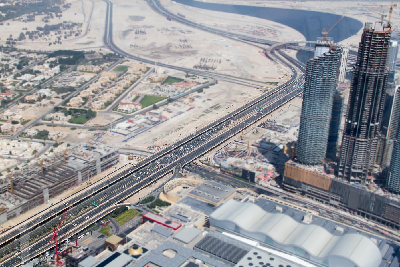 En av Dubais många motorvägar