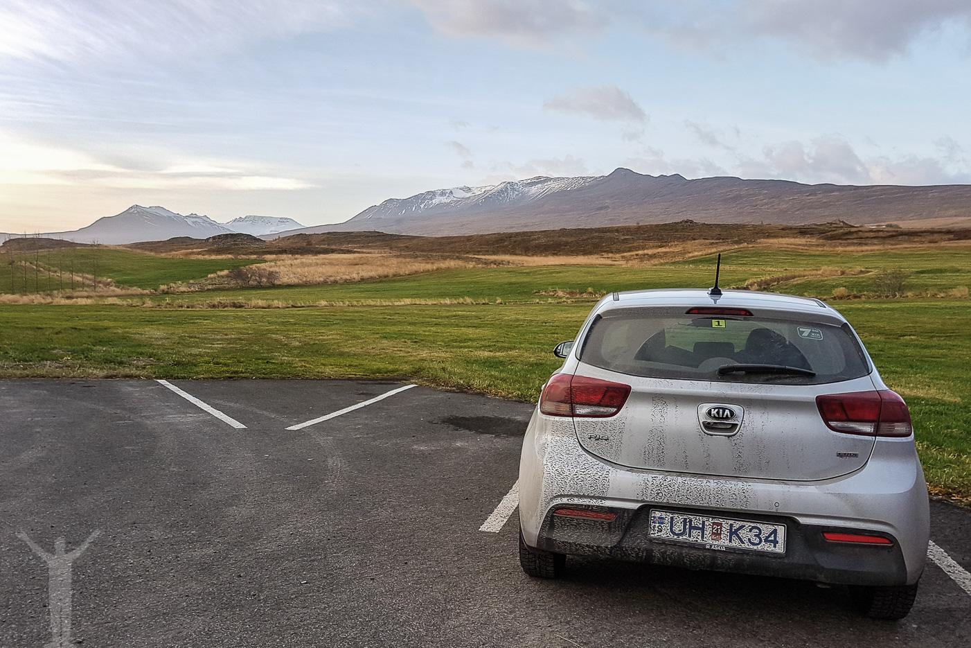 Parkeringsplats med utsikt på Island