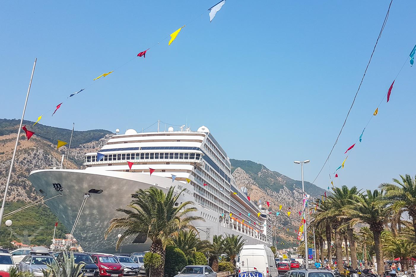MSC Musica ligger i Port of Kotor