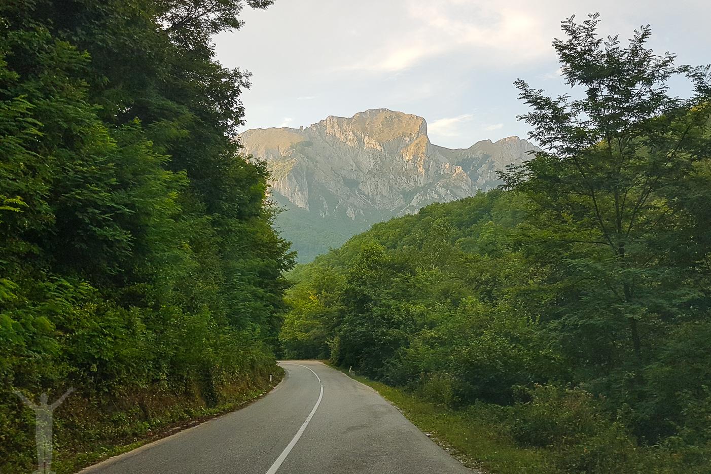 Små slingriga vägar i Bosnien Hercegovina