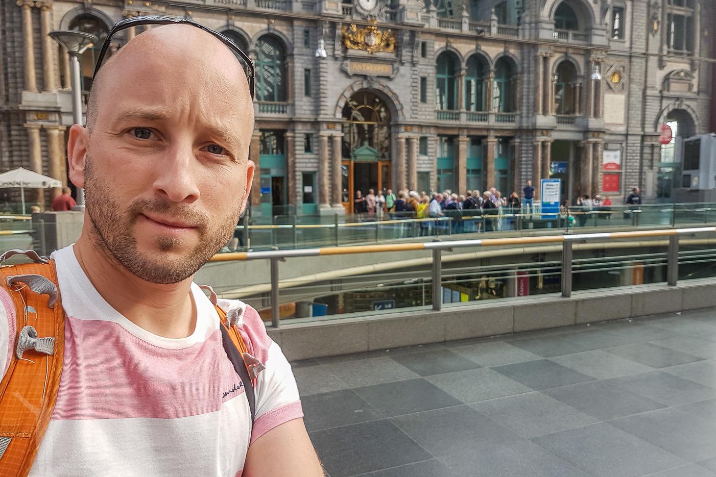 Jag själv på tågstationen i Antwerpen