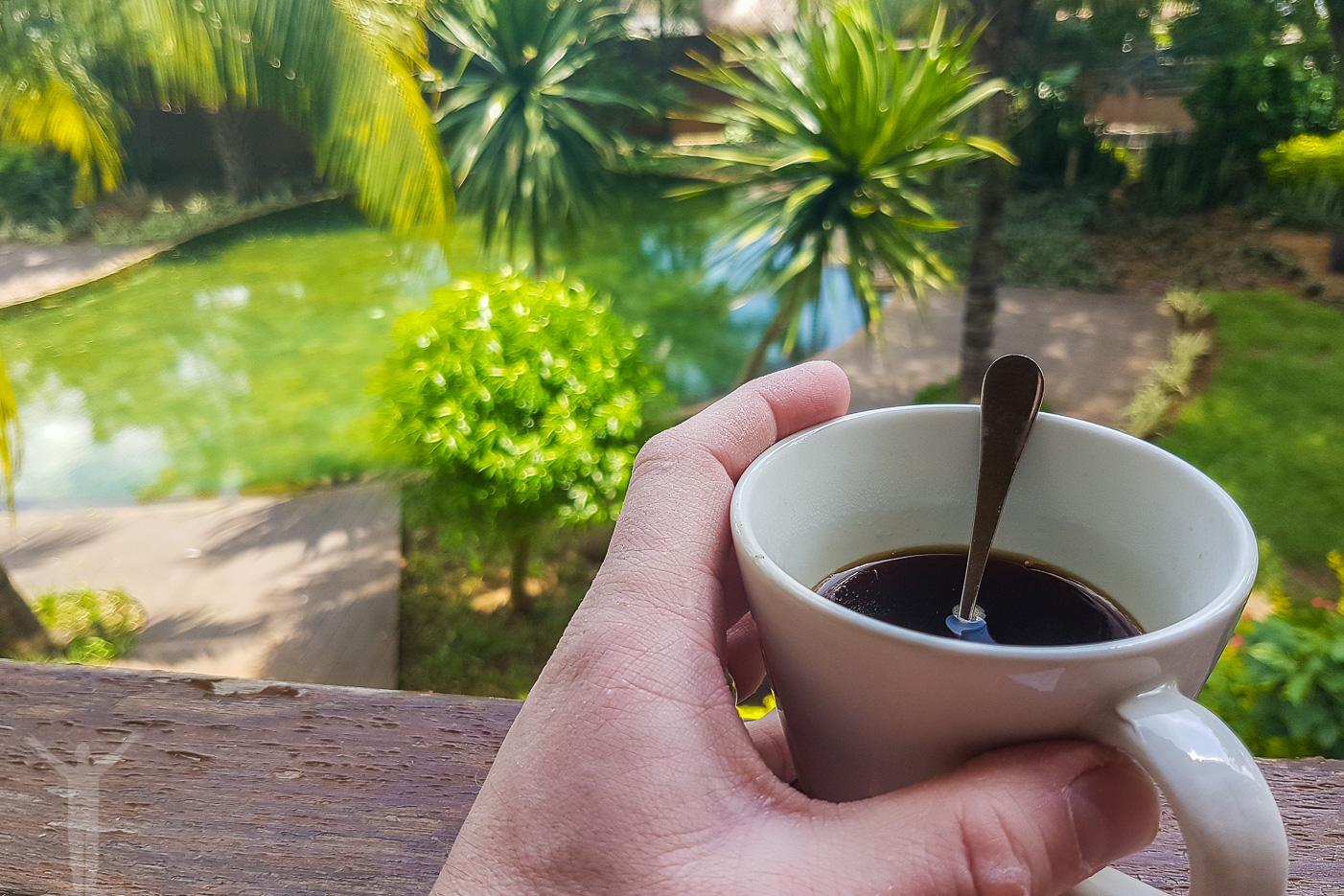 En kopp kaffe på balkongen