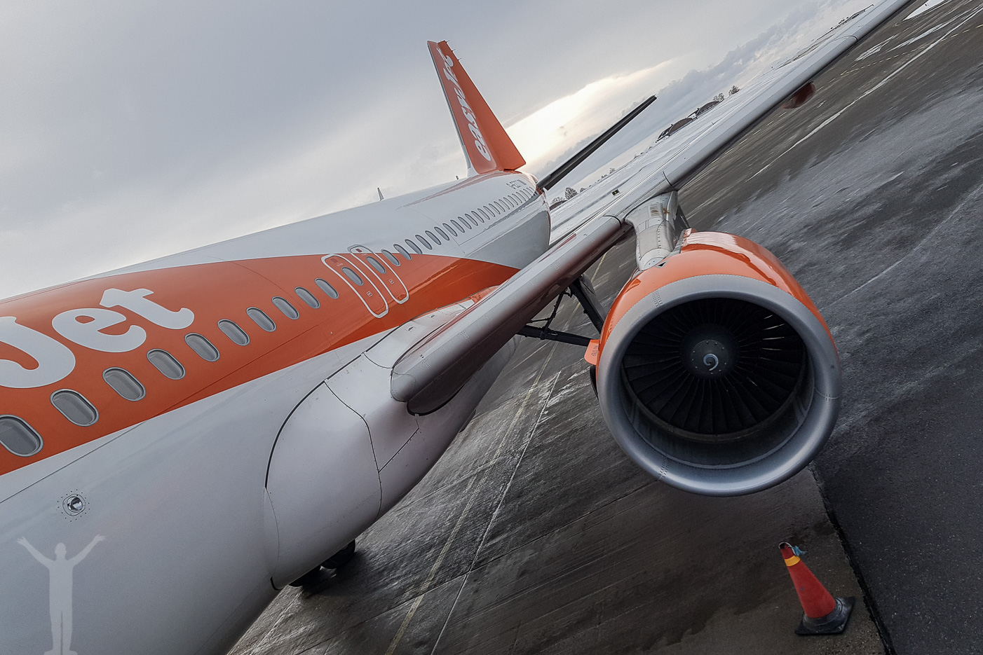 Airbus A320-214 (G-EZTT)
