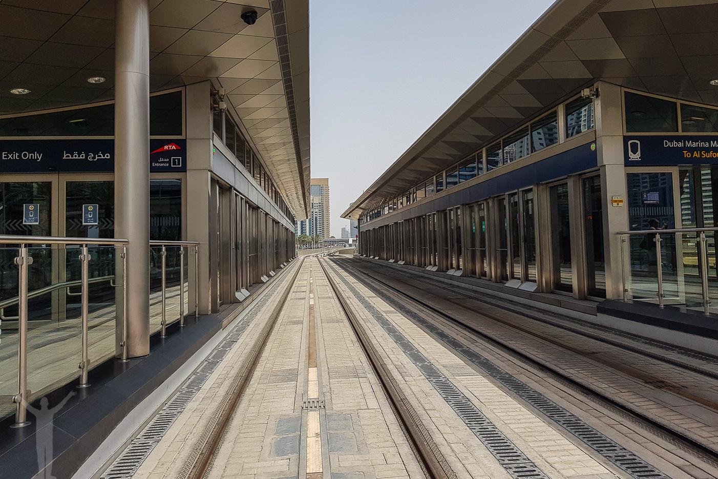 Dubai Tram vid Dubai Marina