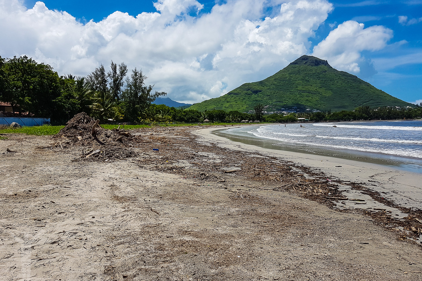 Som sagt, tyfonen som drog över Mauritius veckan innan vår ankomst hade lämnat tydliga spår efter sig.