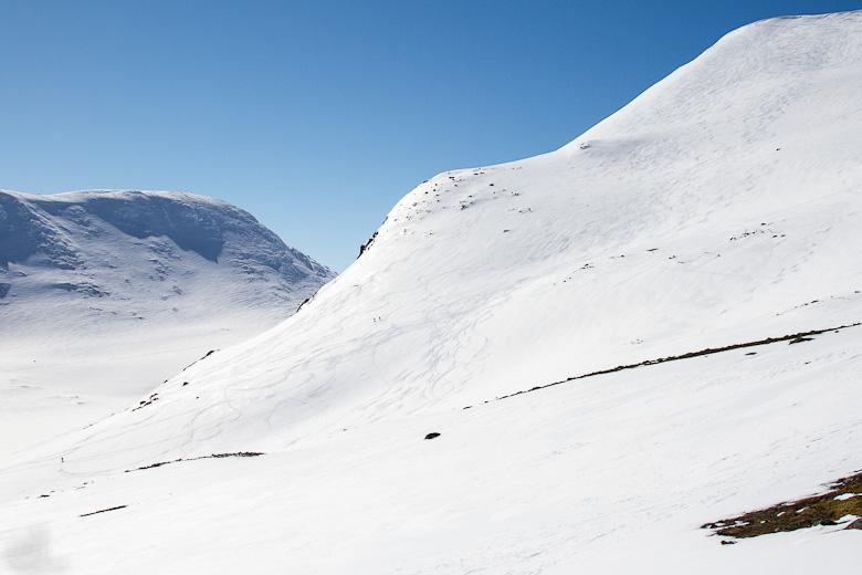 Getryggen till vänster, Sönner Tväråklump till höger.