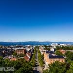 Trondheim från Nidarosdomen med Munkegata och Trondheimsfjorden.