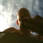 Spegelblankt. Halvblå himmel. Värme.