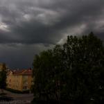 Tunga mörka moln
