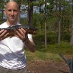 Jag har just dragit upp en öring. Foto: nån gubbe från Örebro.