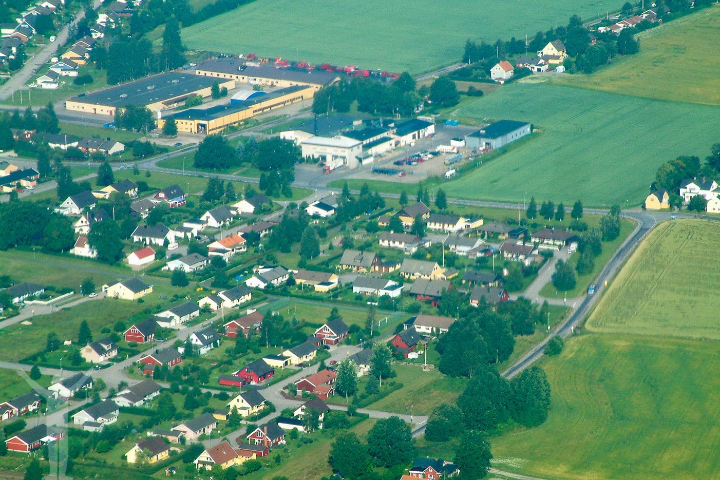 Flygfoto över Höga, Brålanda