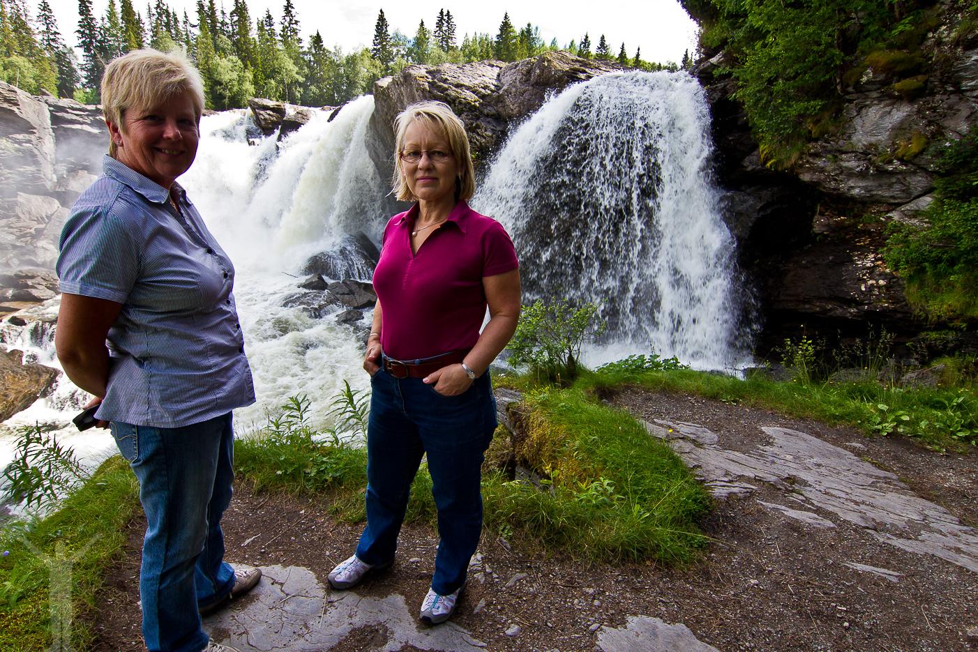 Ingalill och mor vid Ristafallet