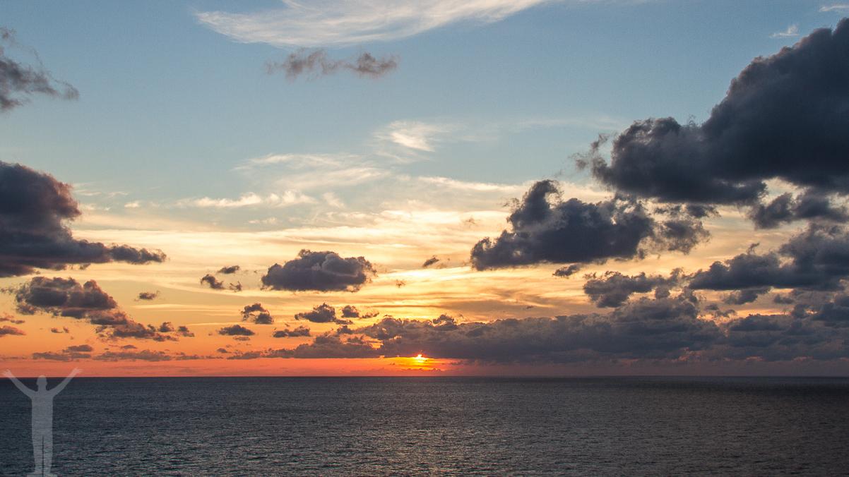 Magisk solnedgång till havs