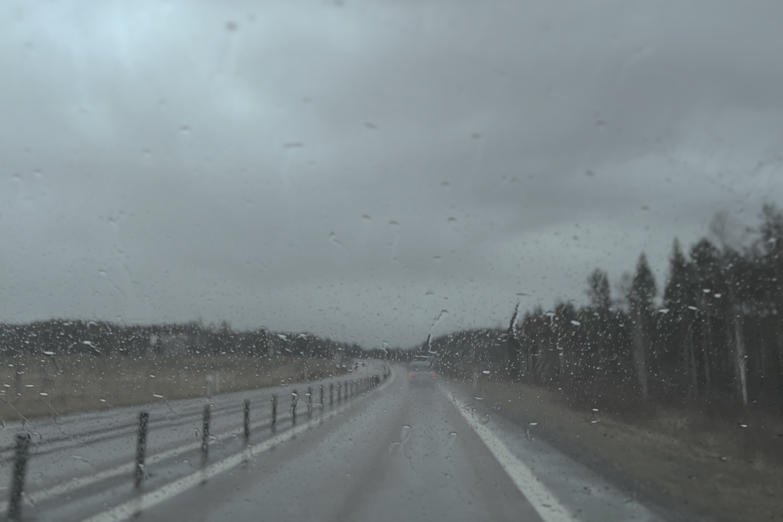 Regn på E4