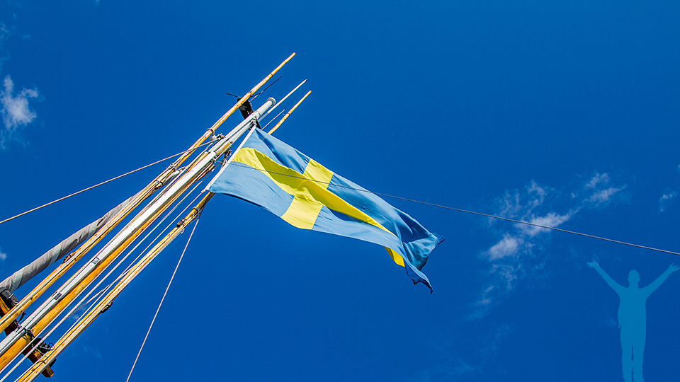 Svenska flaggan i topp