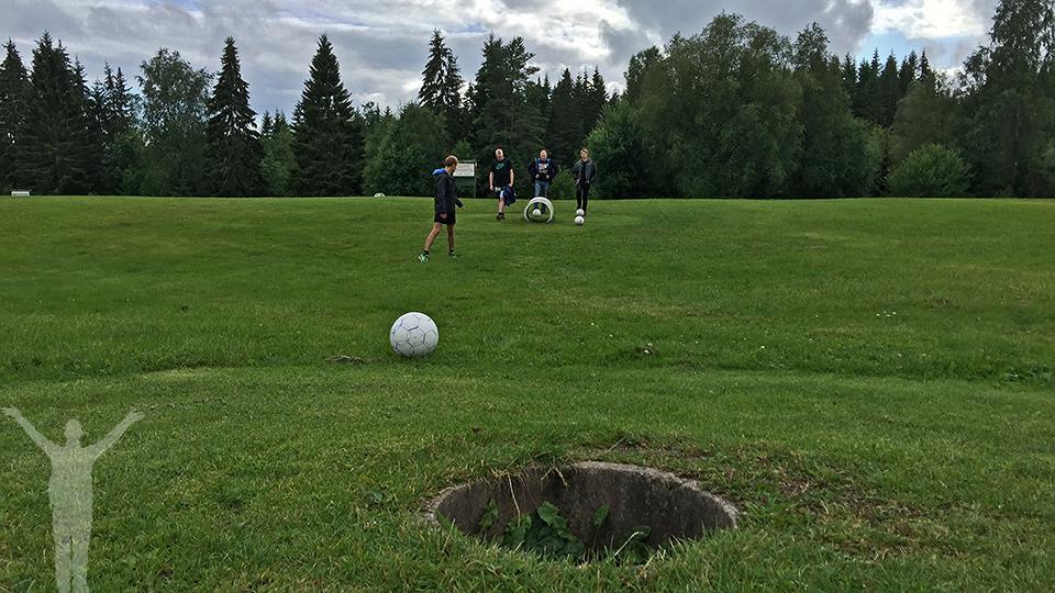 Fotbollsgolf på Lane Loge - hål 17