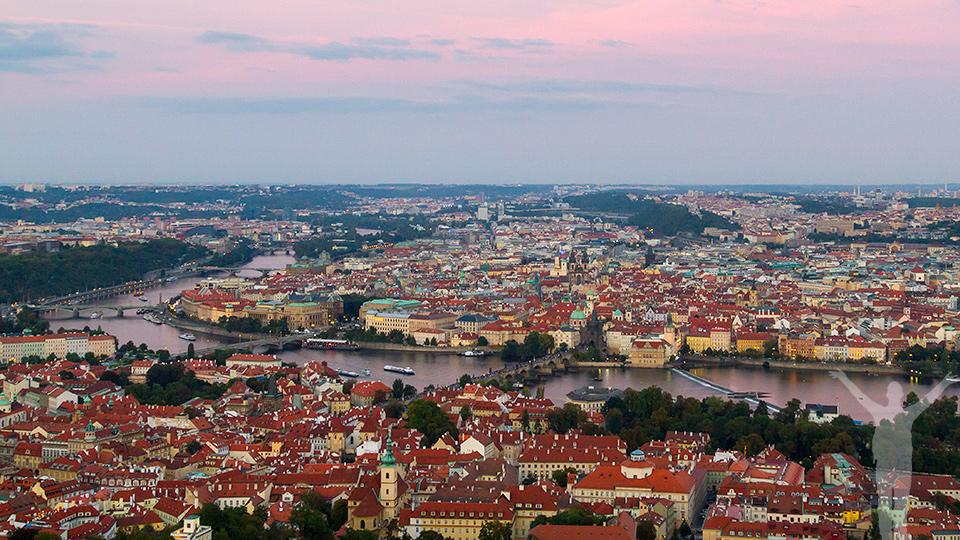 Utsikten från Petrin Tower i Prag