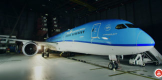 Unboxing Dreamliner