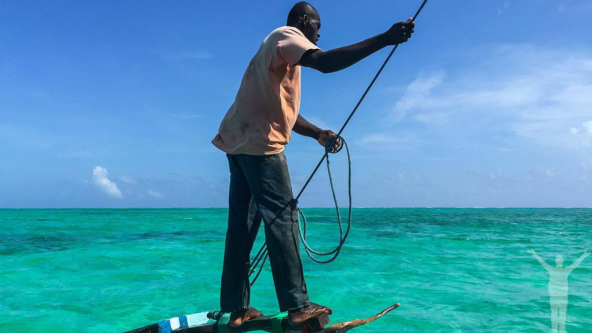 Segelbåt ut till snorklingen på Zanzibar