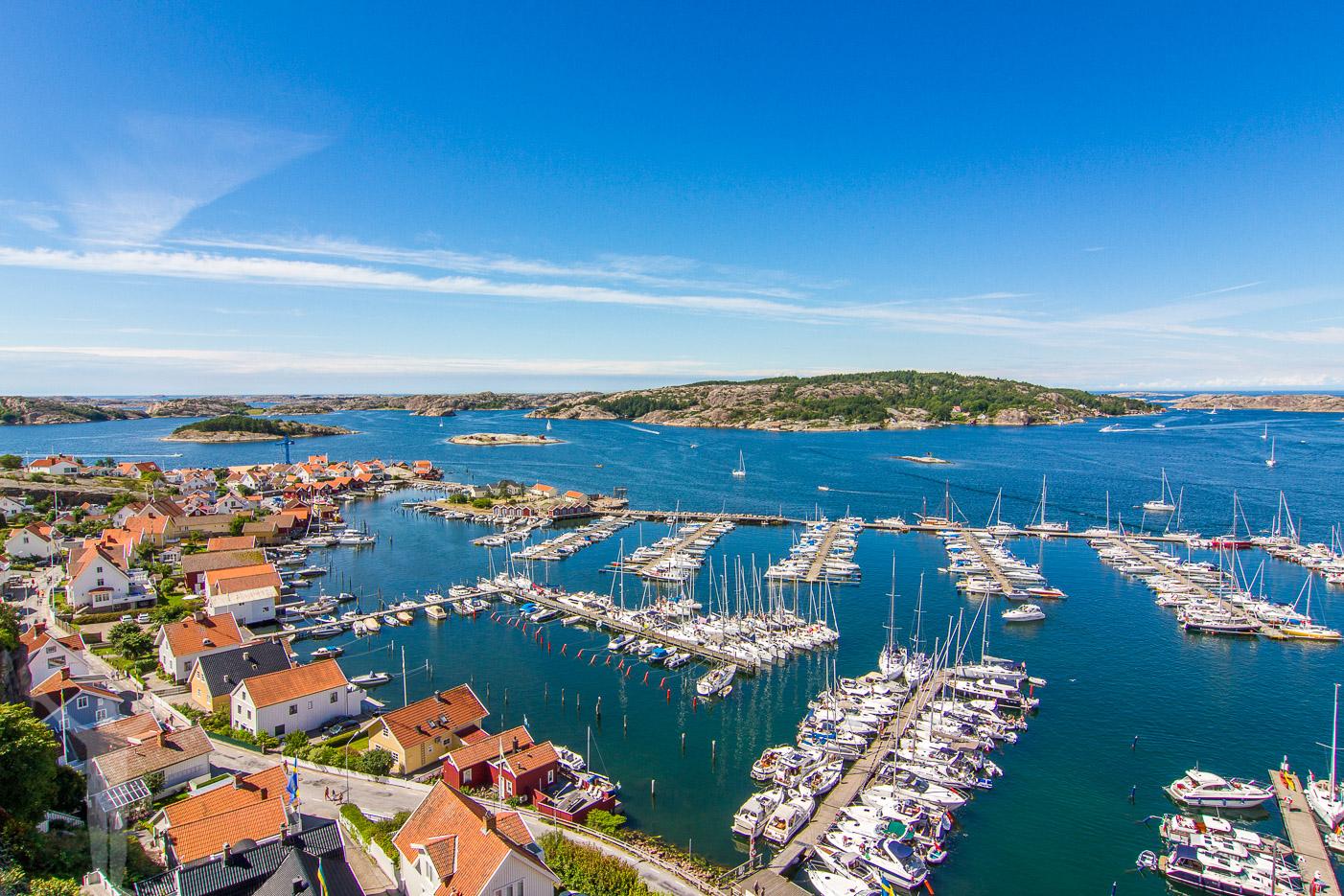 Fjällbacka båthamn från Vetteberget och Kungsklyftan