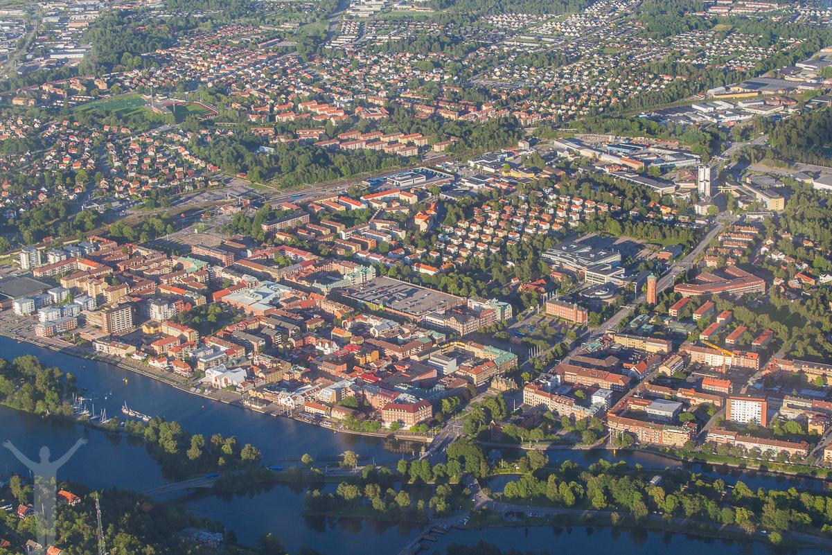 Flygfoto över Trollhättan centrum.