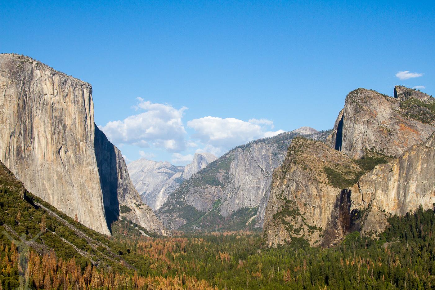 Klassisk bild av Tunnel View i Yosemite