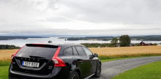 Volvo V60 D4 AWD med Jämtland som kuliss.
