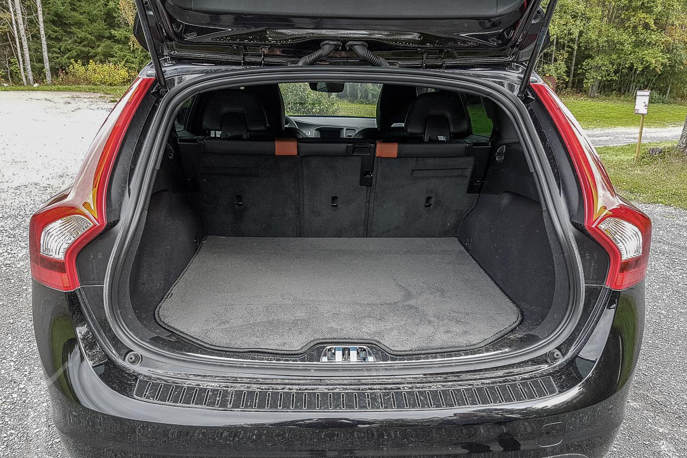 Volvo V60 D4 AWD och golfbagsvänligt