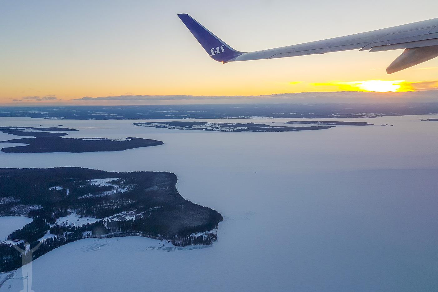 Take off i skymningen ut över Storsjön