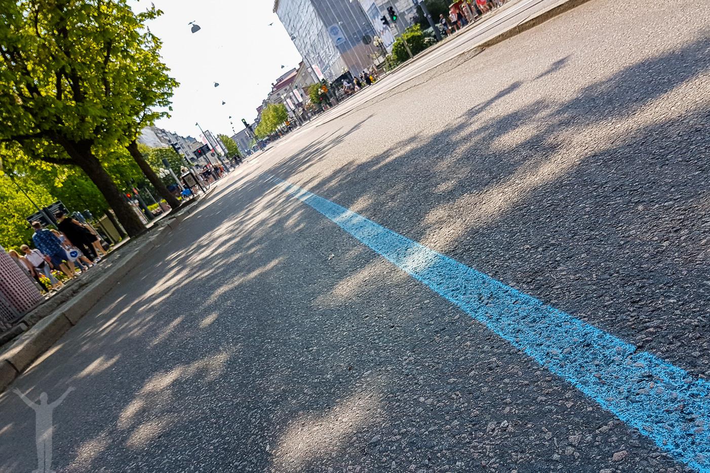 Följ den blå linjen