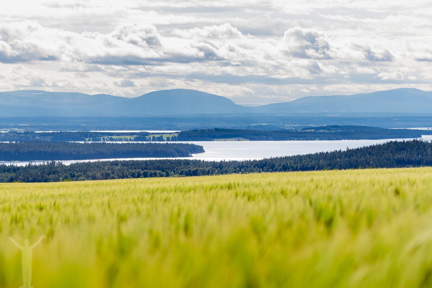 Oviksfjällen bortanför Frösön och Storsjön
