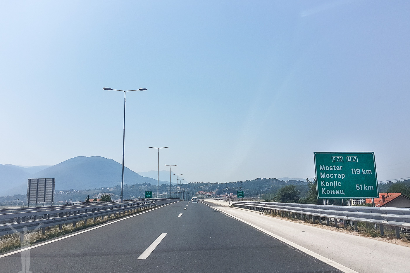 Nybyggd motorväg utanför Sarajevo