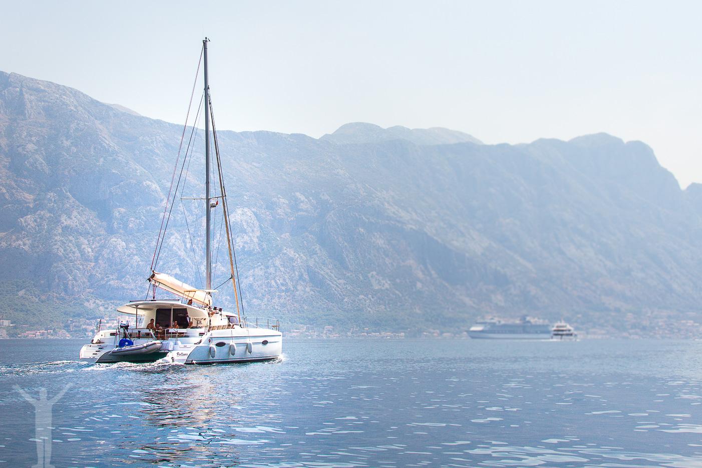 Lyxbåt i Kotorbukten