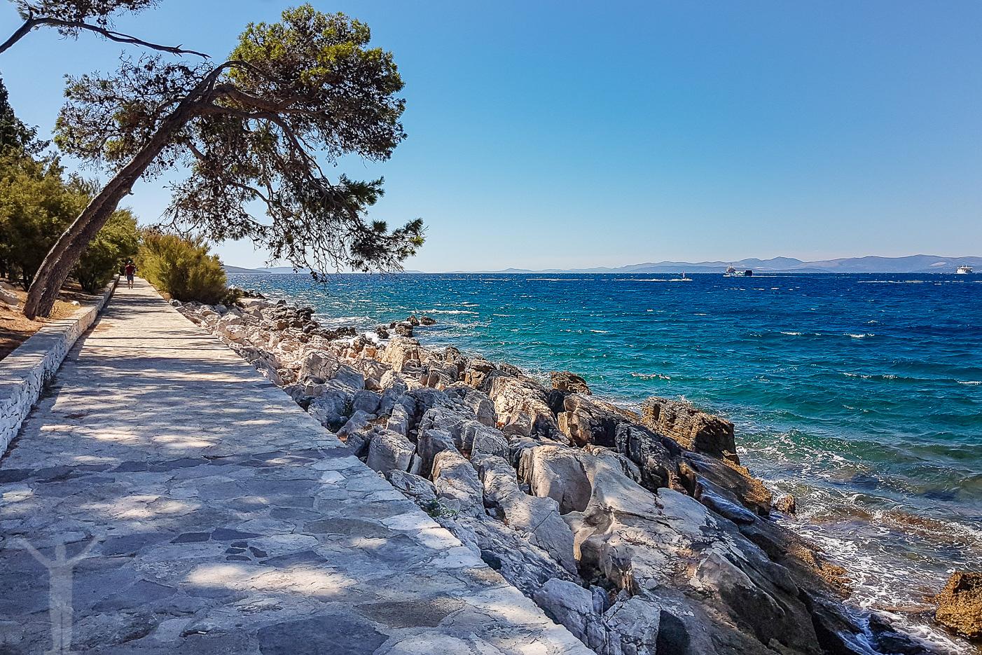 Strandpromenad i Supetar på Brac