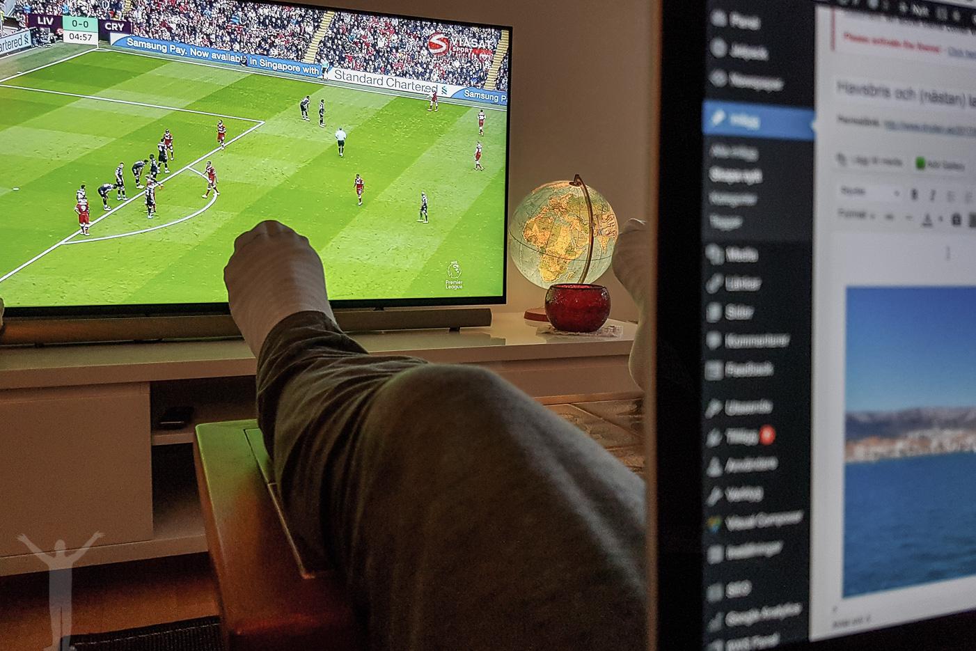 Bloggande och fotbollskuliss