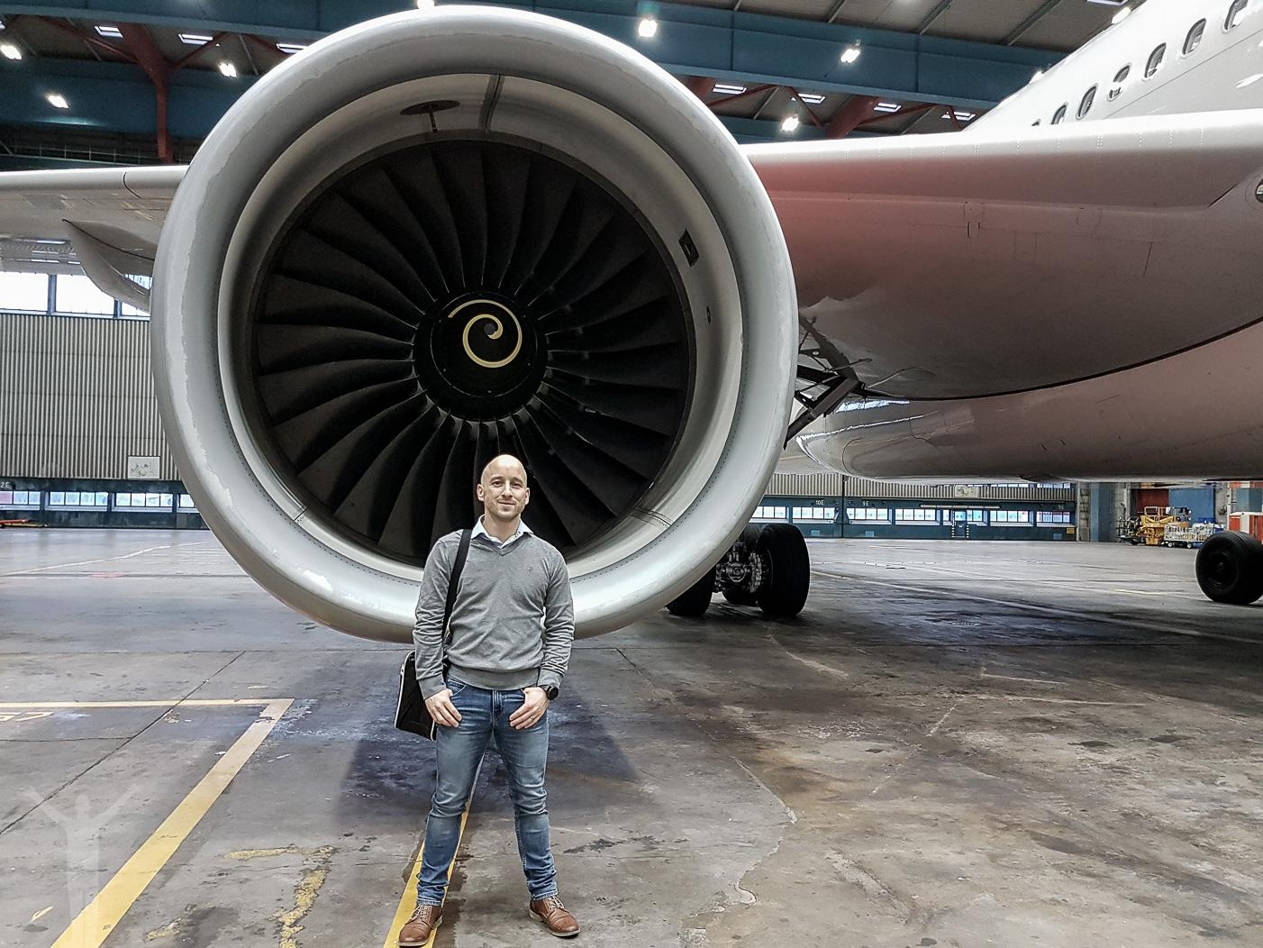 Dryden framför en SAS A330E och dess Rolls-Royce Trent 772B-60 - International Civil Aviation Day.