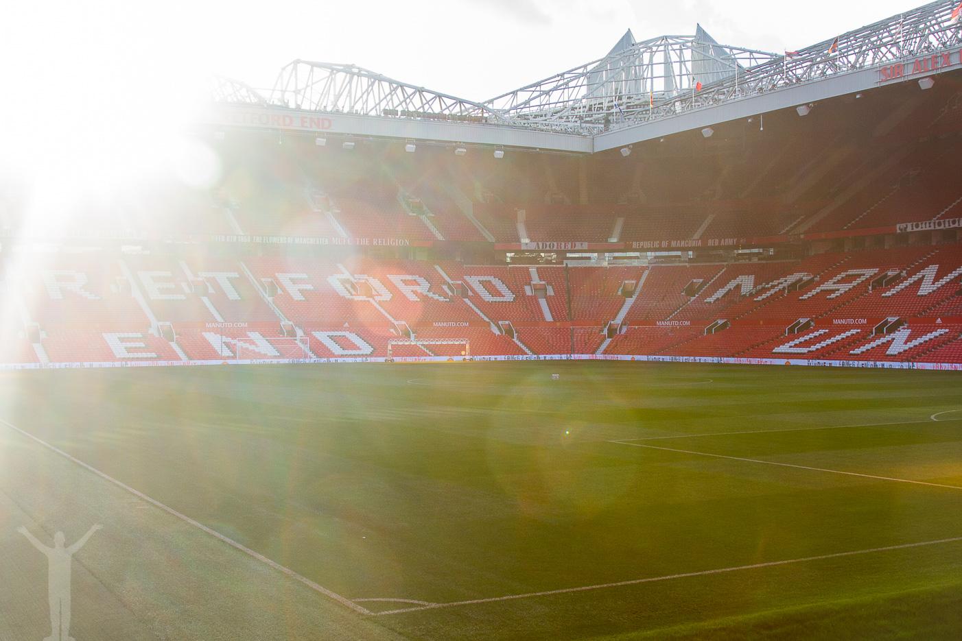 Old Trafford i motljus