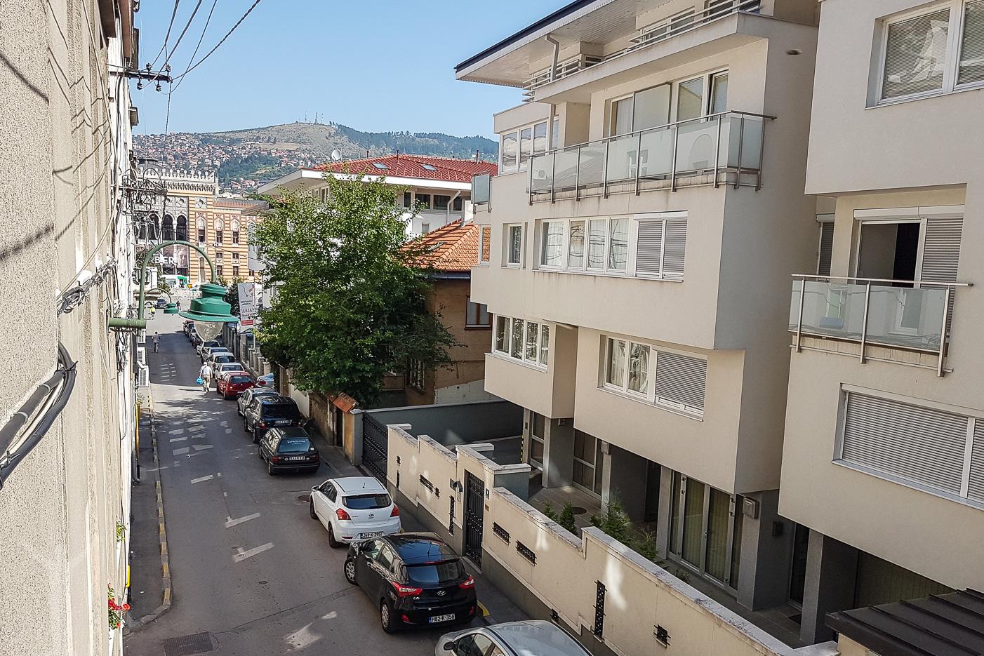 Gatan utanför Corso Apartments, Sarajevo