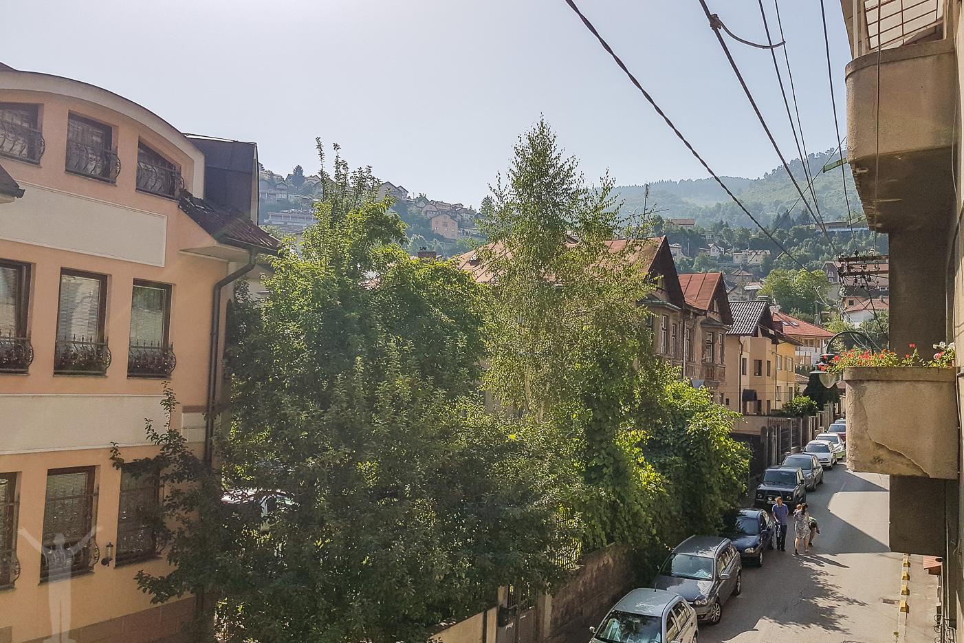 Gatan vid vår lägenhet i Sarajevo
