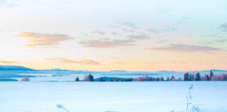 Frösön och fjällutsikt i vinterskrud
