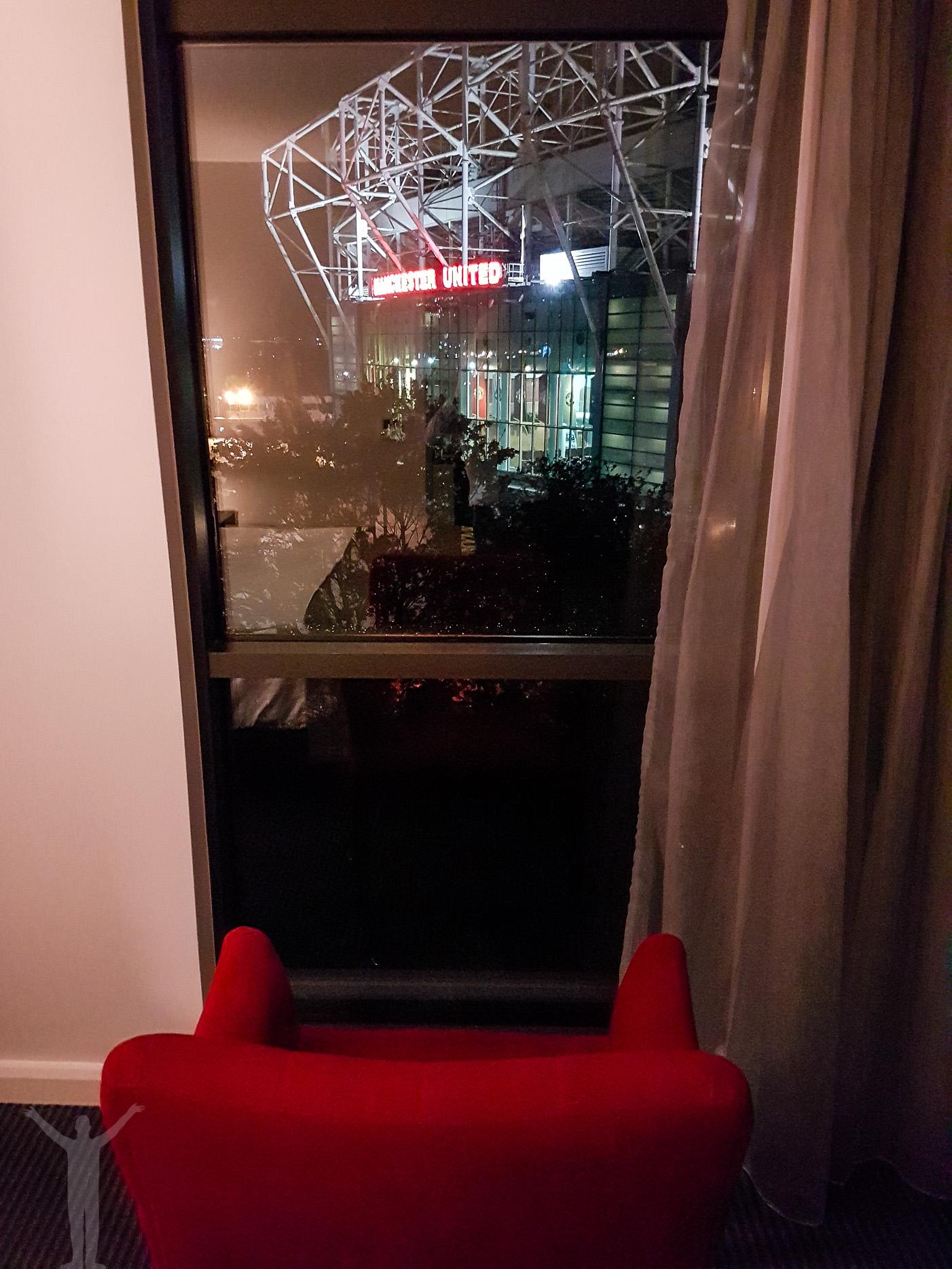 Rum med fotbollsutsikt