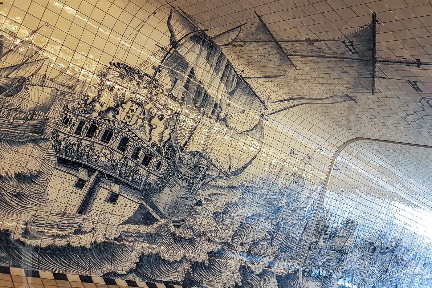 Tips om Amsterdam - målningar i en tunnel under Amsterdam Centraal