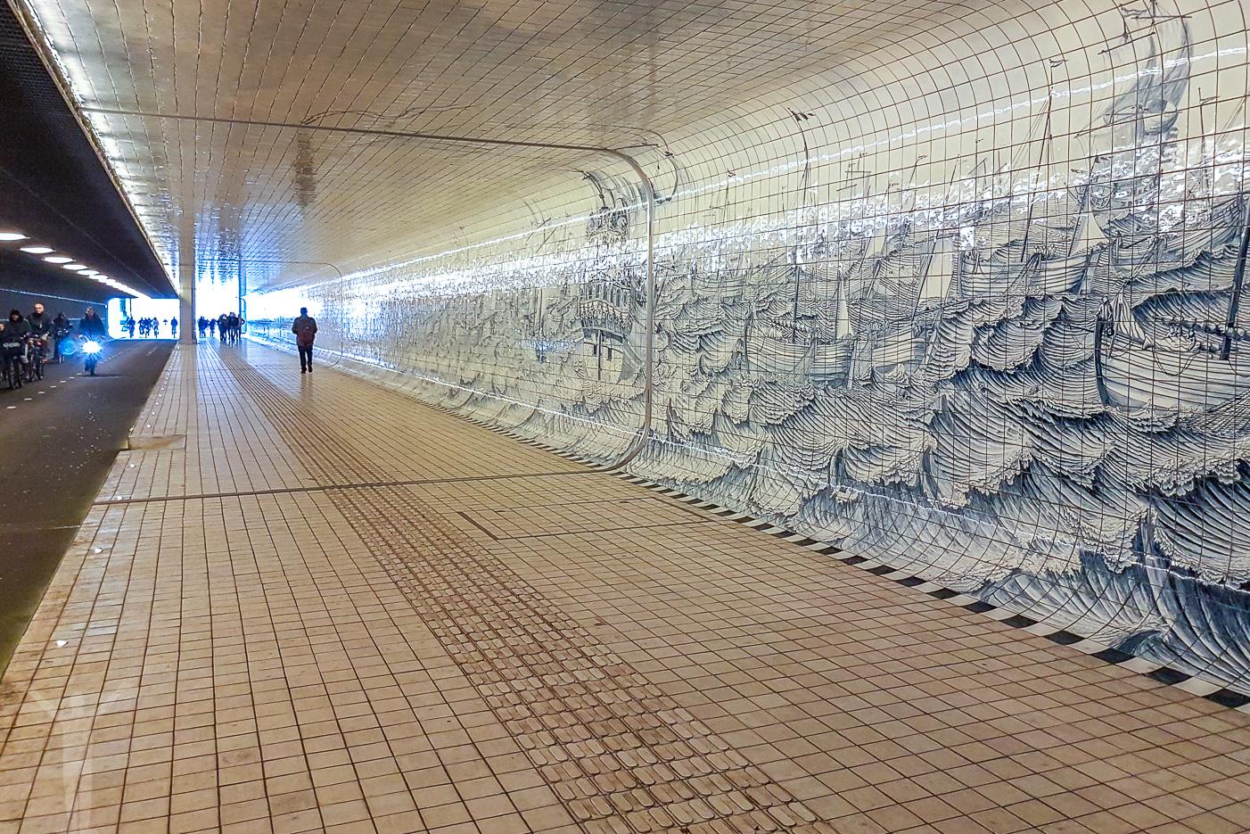 Målningar i en tunnel under Amsterdam Centraal