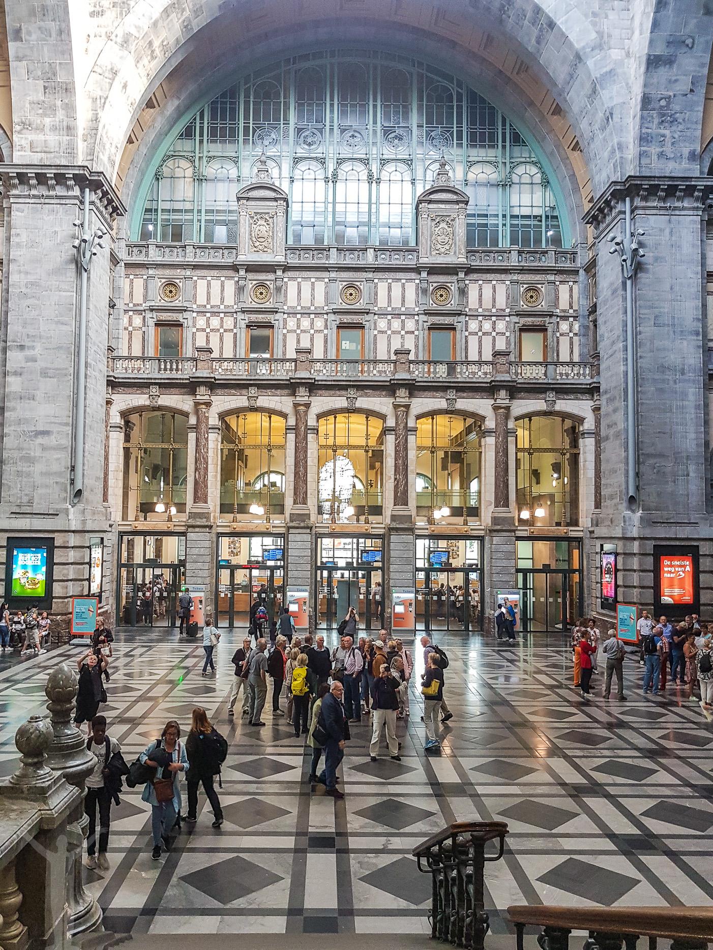 Inne på Antwerpens tågstation