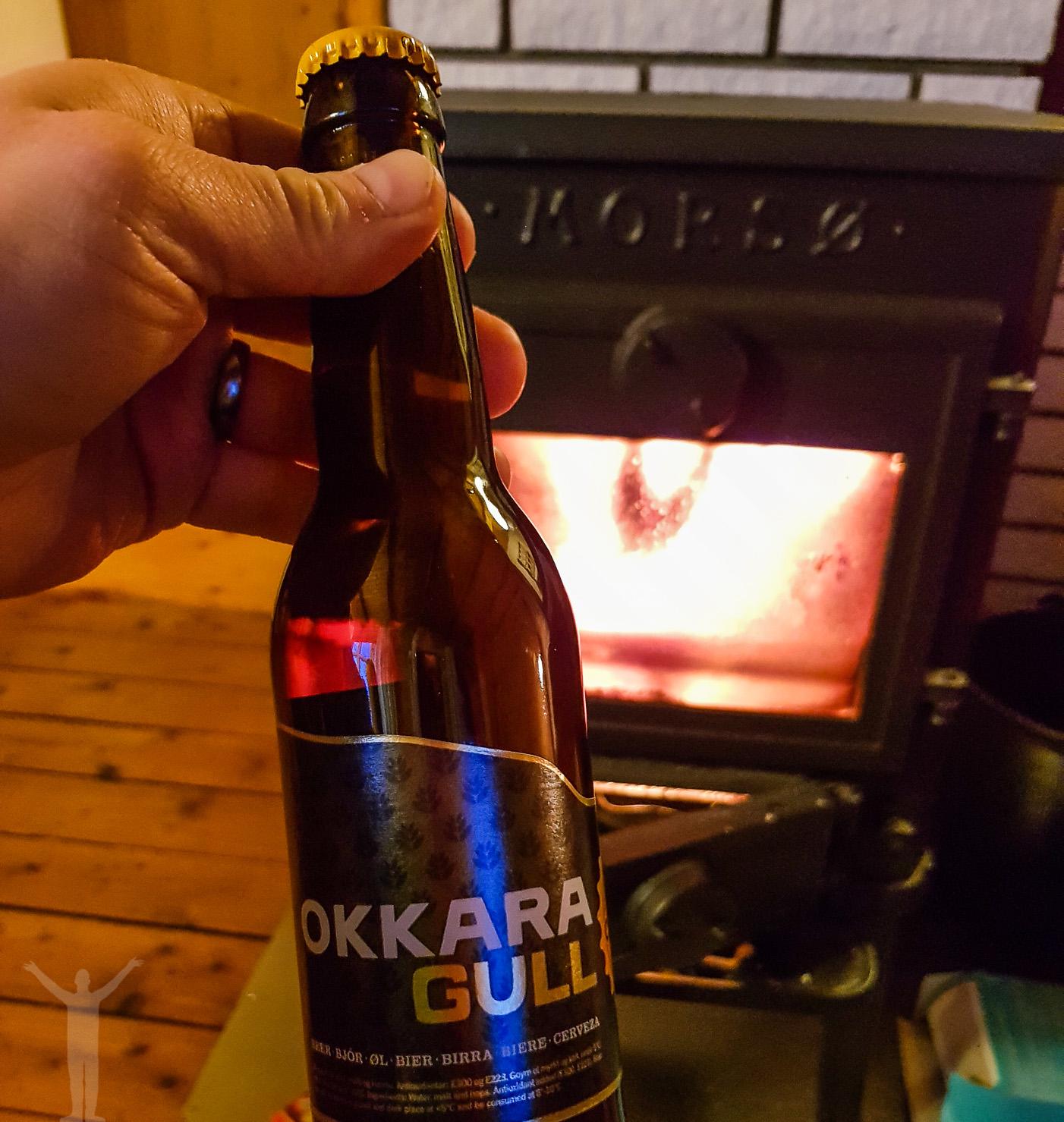 En öl framföra kaminen
