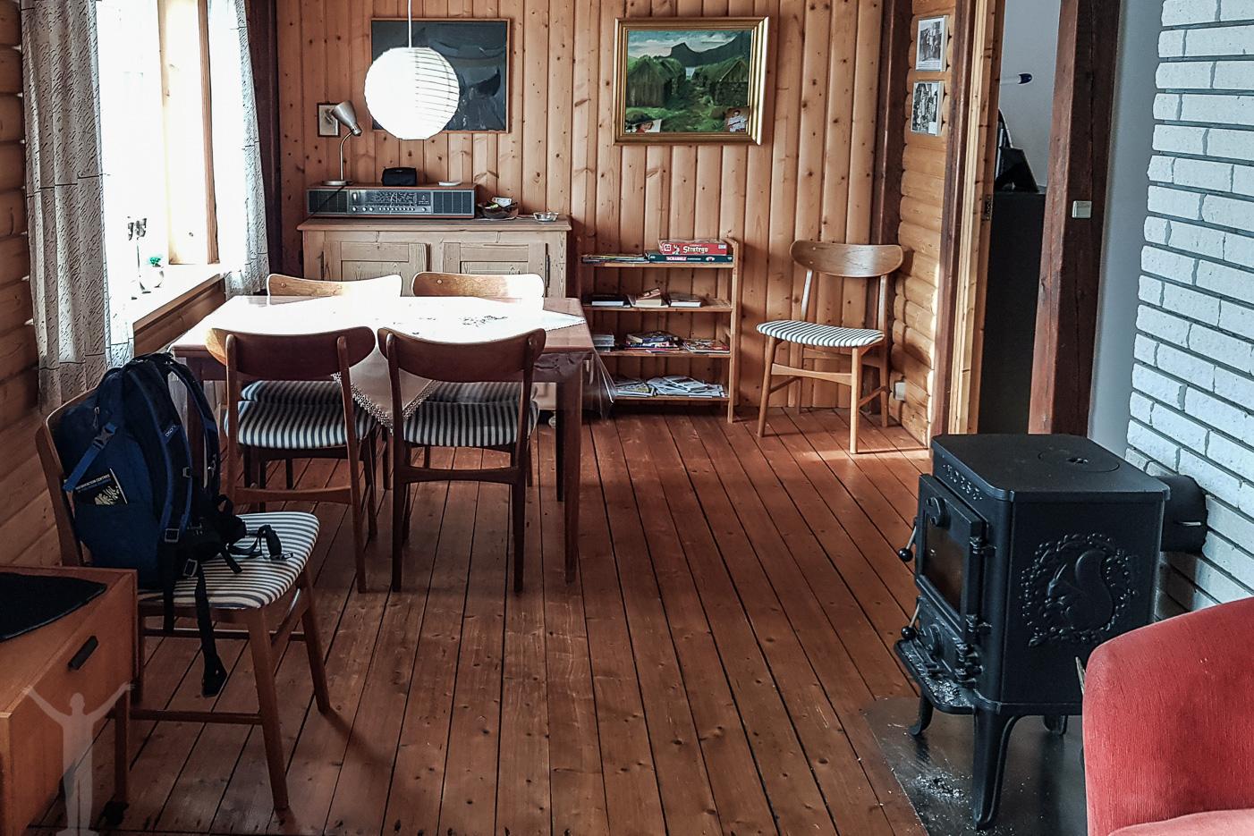 Vardagsrum med matplats