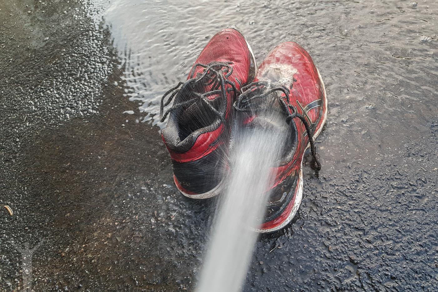 Tvätta skorna