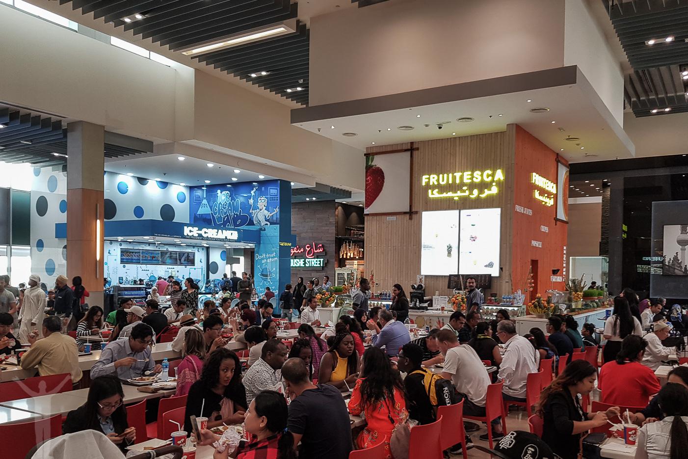 """Alldeles för hög decibelnivå i en """"mathörna"""" i Dubai Mall"""