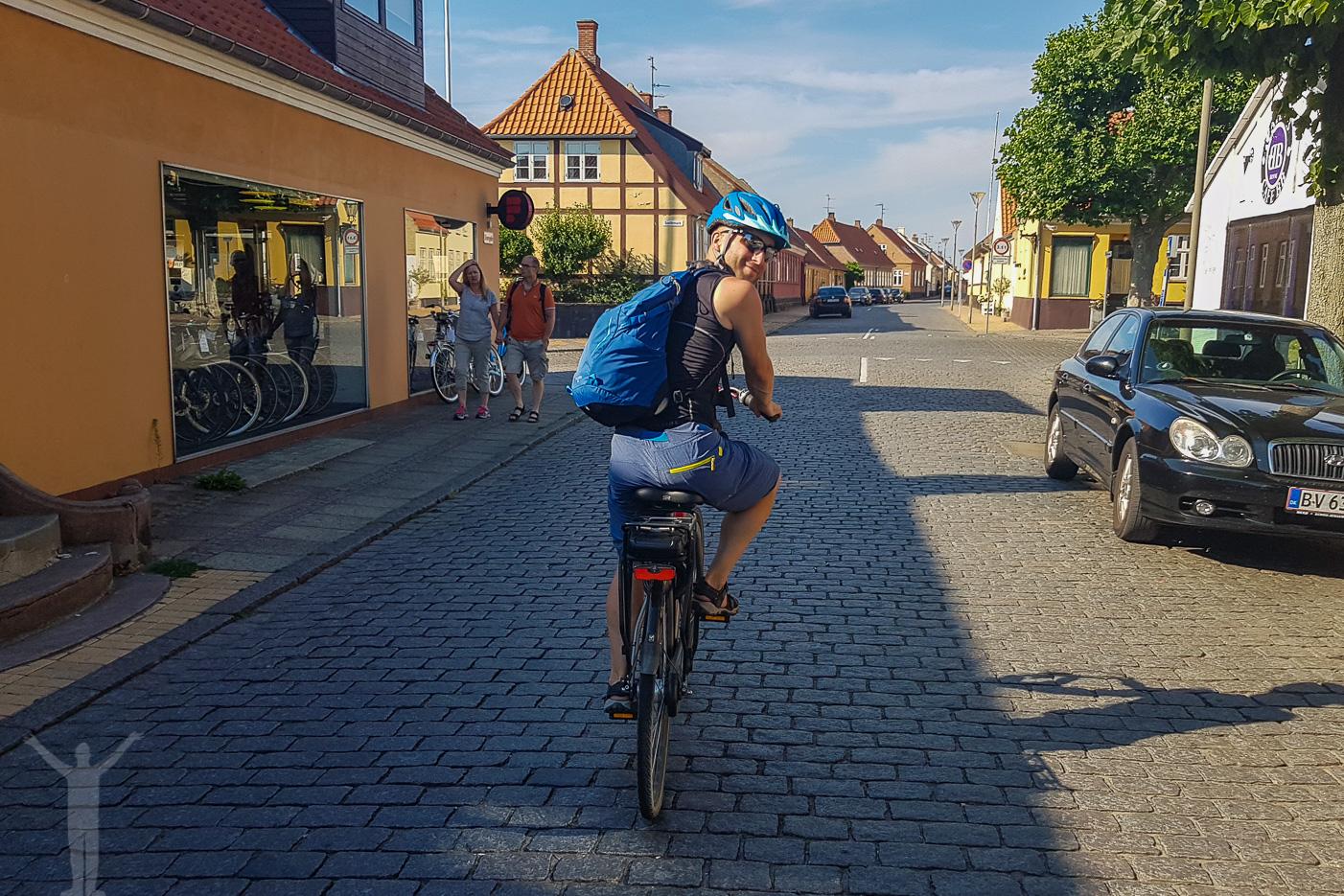 Dryden på elcykel i Rønne
