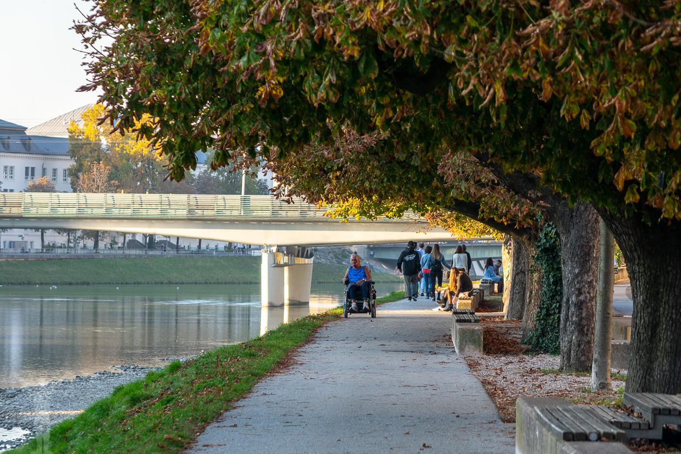 Morgonlöpning längs floden